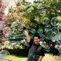 Une pluie de bulles géantes