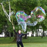 Le magicien des bulles géantes