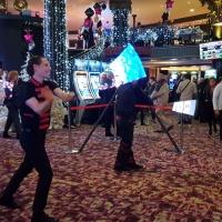 Duo jongleries LED dans un casino