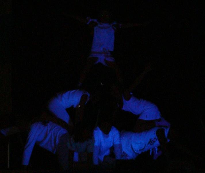 pyramide en lumière noire